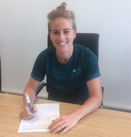 Natasha Dowie flew back from Australia to put pen to paper on the deal with Doncaster. (Photo: Doncaster Belles)