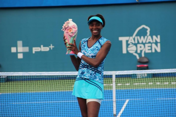Venus Williams with her 49th WTA Trophy. Photo:Taiwan Open.