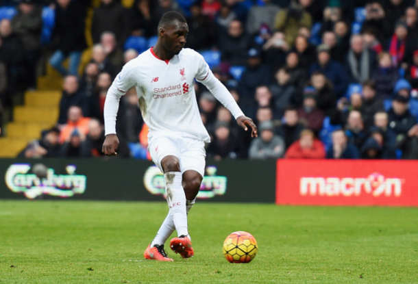 Benteke expertly rolls his penalty the opposite way to which Alex McCarthy dives. (Picture: Getty Images)