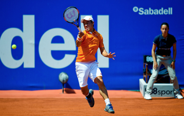 Kei Nishikori of Japan plays a forehand against Benoit Paire of France during day six of the Barcelona Open Banc Sabadell at the Real Club de Tenis Barcelona on April 23, 2016 in Barcelona, Spain. (Photo by David Ramos/Getty Images)