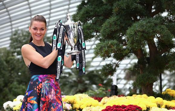 Radwanska with the Billie Jean King Trophy. Photo:Getty Images/Clive Brunskill