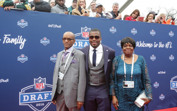 Draftee Reggie Ragland of Alabama with his dad Reggie Ragland, Sr and mom Ann White arrive to the 2016 NFL Draft on April 28, 2016 in Chicago, Illinois. (Photo by Kena Krutsinger/Getty Images)