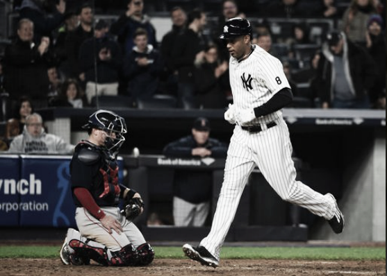 New York's Aaron Hicks trots home after his go-ahead home run in Friday's win | AP