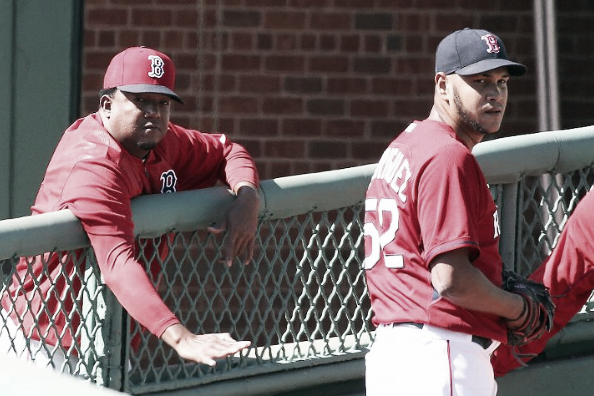 Eduardo Rodriguez tosses a bullpen session with Hall of Famer Pedro Martinez onlooking. | Getty