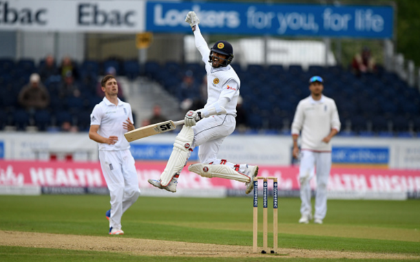 Dinesh Chandimal celebrates his sixth Test century (photo: Getty Images)
