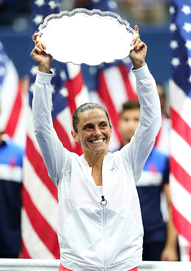 Roberta Vinci with the US Open Runner-Up trophy. Photo:Getty Images/Matthew Stockman