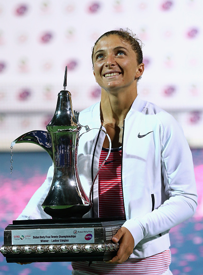 Sara Errani with the trophy in Dubai. Photo:Getty/Francois Nel