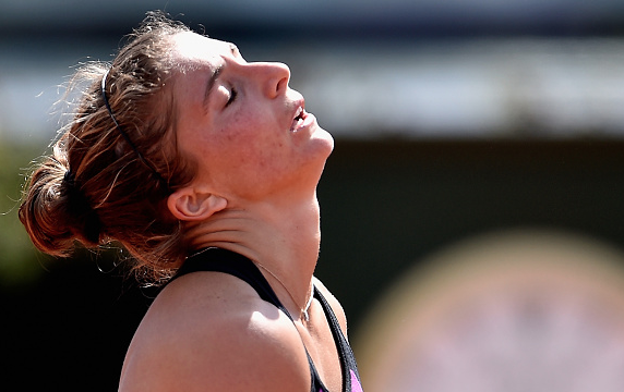 Sara Errani is distress during her opening match in Rome. Photo:Dennis Grombkowski