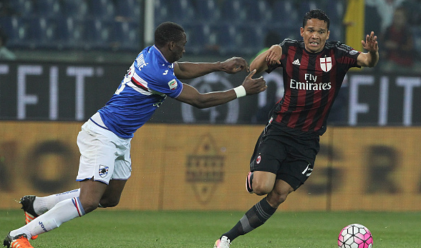 Carlos Bacca (R) of AC Milan is challenged by Modibo Diakite (L) of UC Sampdoria during the Serie A match between UC Sampdoria and AC Milan at Stadio Luigi Ferraris on April 17, 2016 in Genoa, Italy. (Photo by Marco Luzzani/Getty Images)
