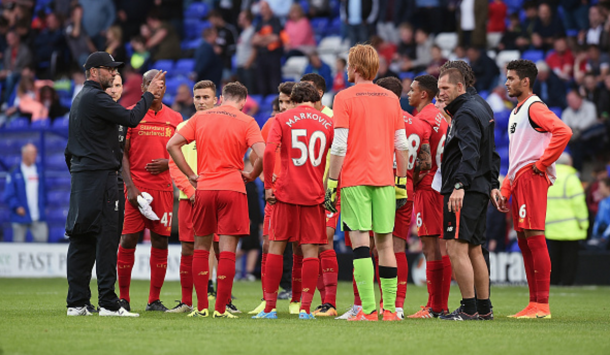 Klopp addresses his players on the pitch for his half-time team talk. (Picture: Getty Images)