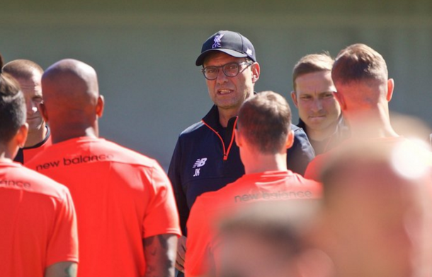 Klopp oversees training at Stanford University, where Liverpool's sessions will take place for the next week. (Picture: uk.makemefeed.co.uk)