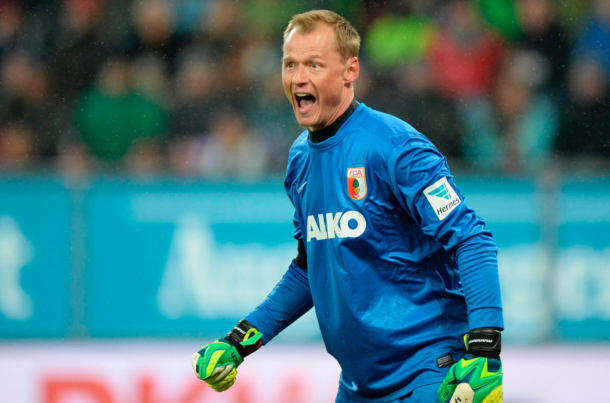 Manninger in action for Augsburg, where he spent four years before this season. (Picture: www.krone.at)