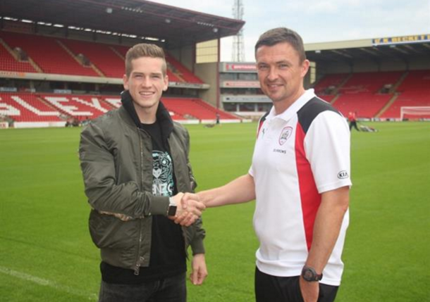 Kent with Barnsley boss Paul Heckingbottom after sealing his move. (Picture: Barnsley FC)
