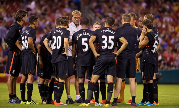 Klopp addresses his second-half XI at half-time. (Picture: This is Anfield/Propaganda Photo)