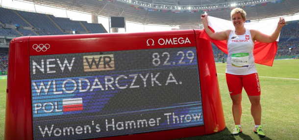 Włodarczyk proudly stands next to her new world record. (Photo: Rio 2016)