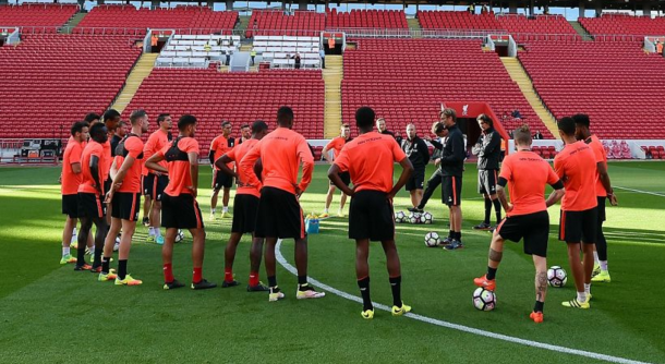 Klopp addresses his first-team squad in training. (Picture: Liverpool FC via Getty Images)