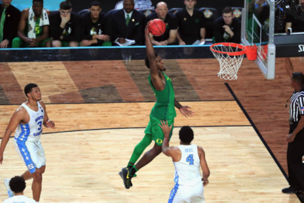 Bell taking flight in Oregon's Final Four battle against North Carolina. (Photo by Christian Petersen/Getty Images)