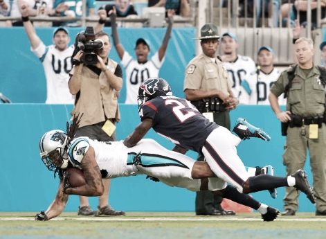 Wide receiver Kelvin Benjamin came down with a 23-yard touchdown catch that brought Panthers fans to their feet in the first quarter. (Photo courtesy of Grant Halverson / Stringer via Getty Images)