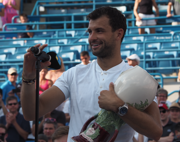 Dimitrov all smiles as he speaks to the crowd after his title win in Cincy (Noel Alberto/VAVEL USA)