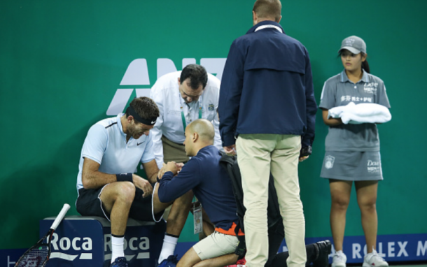 Del Potro getting his wrist checked out by the doctors (Lintao Zhang/Getty Images)