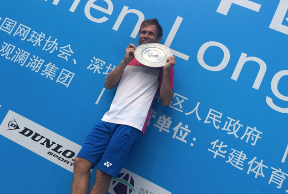 Albot poses with his trophy in China (ATP Challenger Tour)