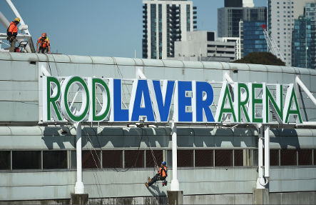 Workers putting the final touches on Rod Laver Arena for the 2018 Australian Open (Quinn Rooney/Getty Images)