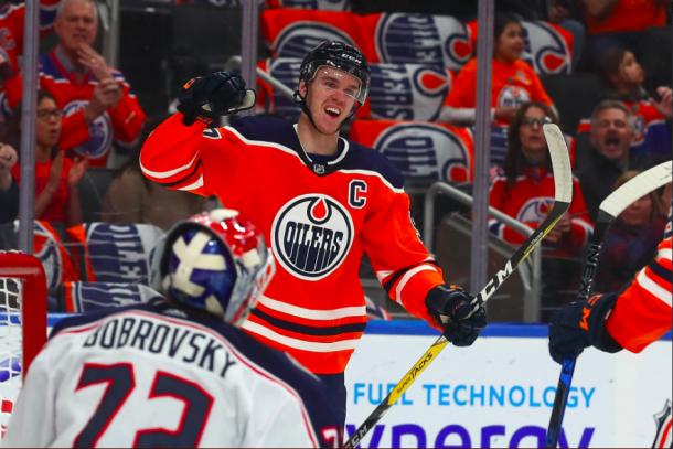 Connor McDavid celebrates his goal against the Columbus Blue Jacket | Photo: Edmonton Oilers on Twitter (@EdmontonOilers)