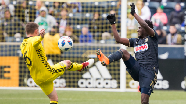 Wil Trapp (L) and David Accam (R) fight for the ball. | Photo: Columbus Crew SC on Twitter