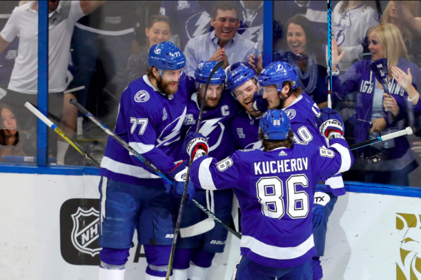 Steven Stamkos celebrates his goal with teammates. | Photo: Tampa Bay Lightning on Twitter