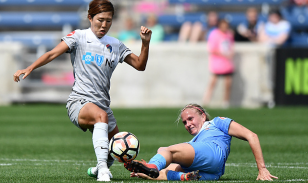 Yuri Kawamura battles against Chicago Red Star Alyssa Mautz. (Photo by Quinn Harris/Icon Sportswire via Getty Images)
