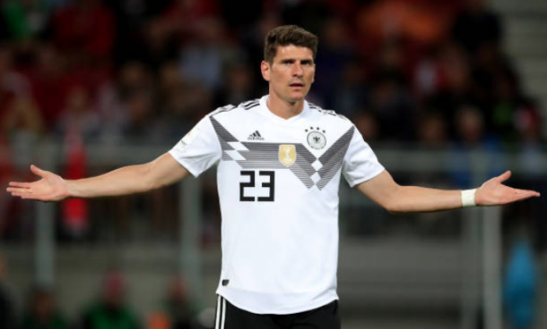 Mario Gomez narrowly misses out on a chance to secure a goal (Photo by Alexander Hassenstein/Bongarts/Getty Images)