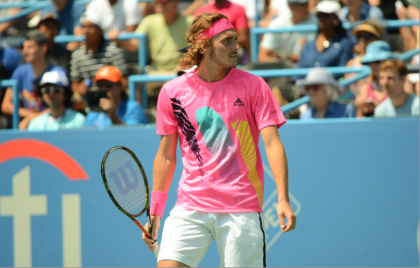 Stefanos Tsitsipas just could not get going today and reacted in frustration often (Noel Alberto/VAVEL USA)