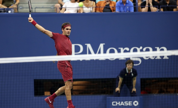 Federer hitting a backhand in his first match of the US Open (Anadolu Agency/Getty Images)