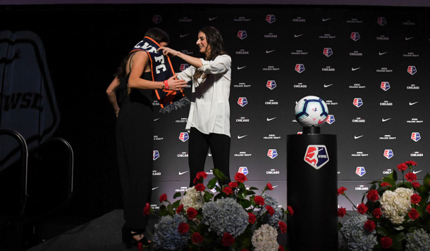 Yael Averbuch greets Sky Blue FC second round draft pick Paige Monaghan. | Photo: Robin Alam/ isiphotos.com