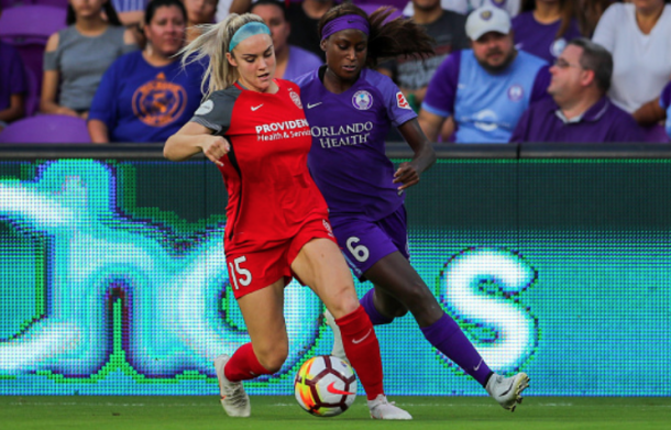 Portland Thorns defender Ellie Carpenter (left) battles with Orlando Pride forward Chioma Ubogagu. (Photo by Joe Petro/Icon Sportswire via Getty Images)