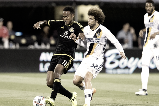 Ola Kamara battling against the LA Galaxy. | Photo: Greg Bartram-USA TODAY Sports