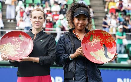 Pavlyuchenkova and Osaka after the final (Image courtesy of Koji Watanabe)