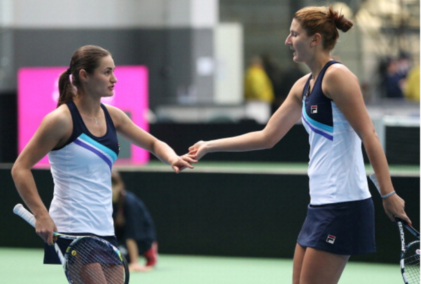 Monica Niculescu and Irina-Camelia Begu in doules during a Fed Cup match | Photo: Srdjan Stevanovic