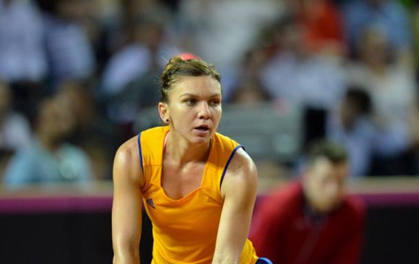 Simona Halep during a Fed Cup match in April 2016 | Photo: NurPhoto / NurPhoto
