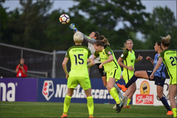 Lydia Williams kept Sky Blue off the score sheet yet again. | Photo: Seattle Reign FC via isiphotos.com