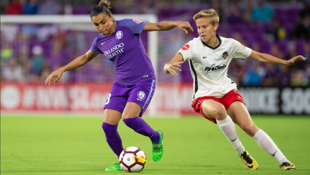 Marta (left) shields the ball from Rebecca Quinn. | Photo: isiphotos.com