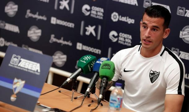 Luis Hernández ante los micrófonos.   Foto: Málaga CF