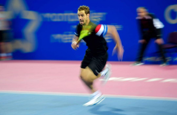 Richard Gasquet chases down a shot (photo: opensuddefrance)
