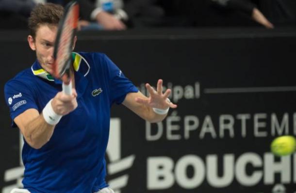 Nicolas Mahut strikes a forehand return (photo: Bertrand Langlois/Getty Images)