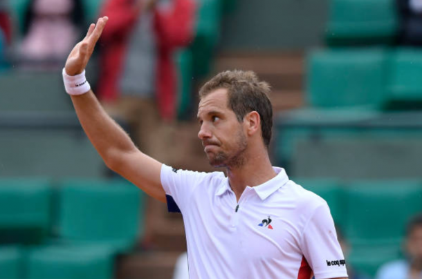 Richard Gasquet waves to the crowd as he comes through in four sets (Photo: Lionel Bonaventure/Getty Images)