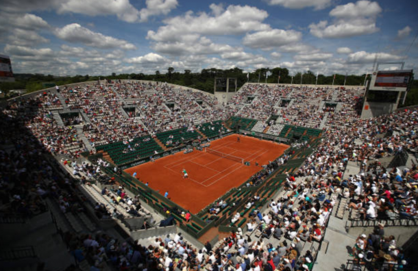 A packed Court Suzanne Lenglen for the second round clash (Photo: Julian Finney/Getty Images)