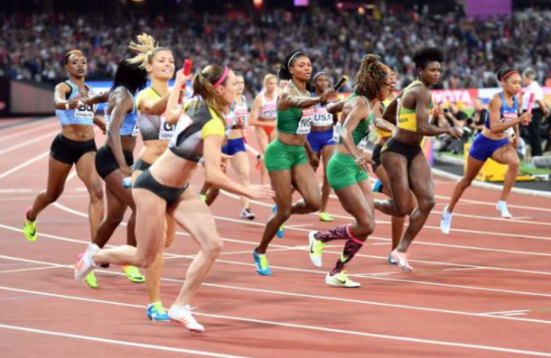 Allyson Felix grabs the baton ahead of Jamaica, Nigeria and Germany in shot (Photo: Anadolu Agency)