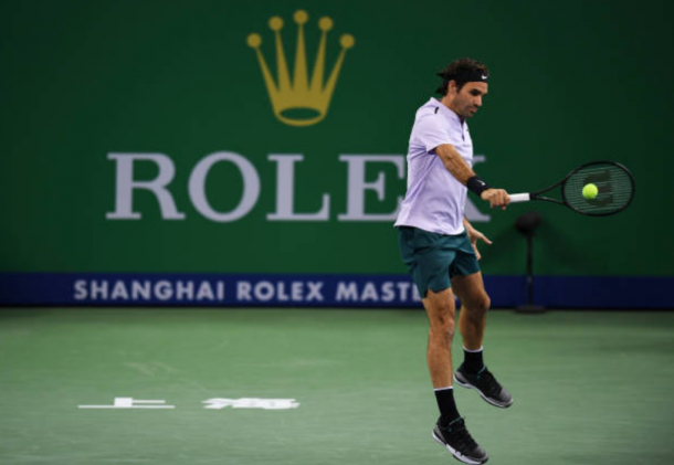 Rogere Federer plays his traditional backhand shot (Photo: Lintao Zhang/Getty Images)