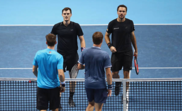 Jamie Murray and Bruno Soares shake hands with Henri Kontinen and John Peers following their straight sets loss (Photo: Clive Brunskill/Getty Images