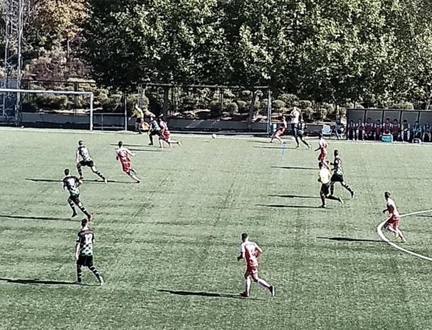 El CD Móstoles URJC dominó toda la primera parte y envió en dos ocasiones de gol visitantes ocurridas en ella dos disparos al palo. Fotografía: Francisco Nieto.